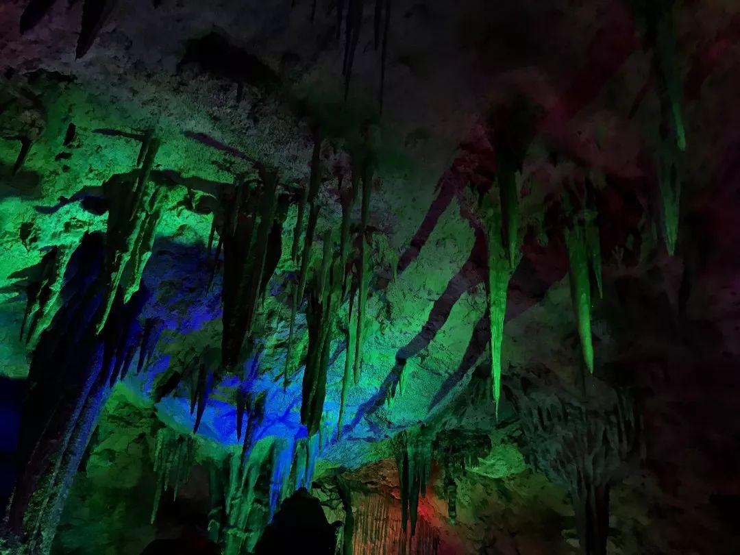【下站去哪】下山魔幻滑梯,还坐溶洞小视,这微频穿越信130部图片