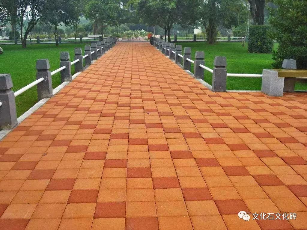 有些园路的面层要铺装成花纹图案的,挑选出的花岗石应按不同颜色,不同