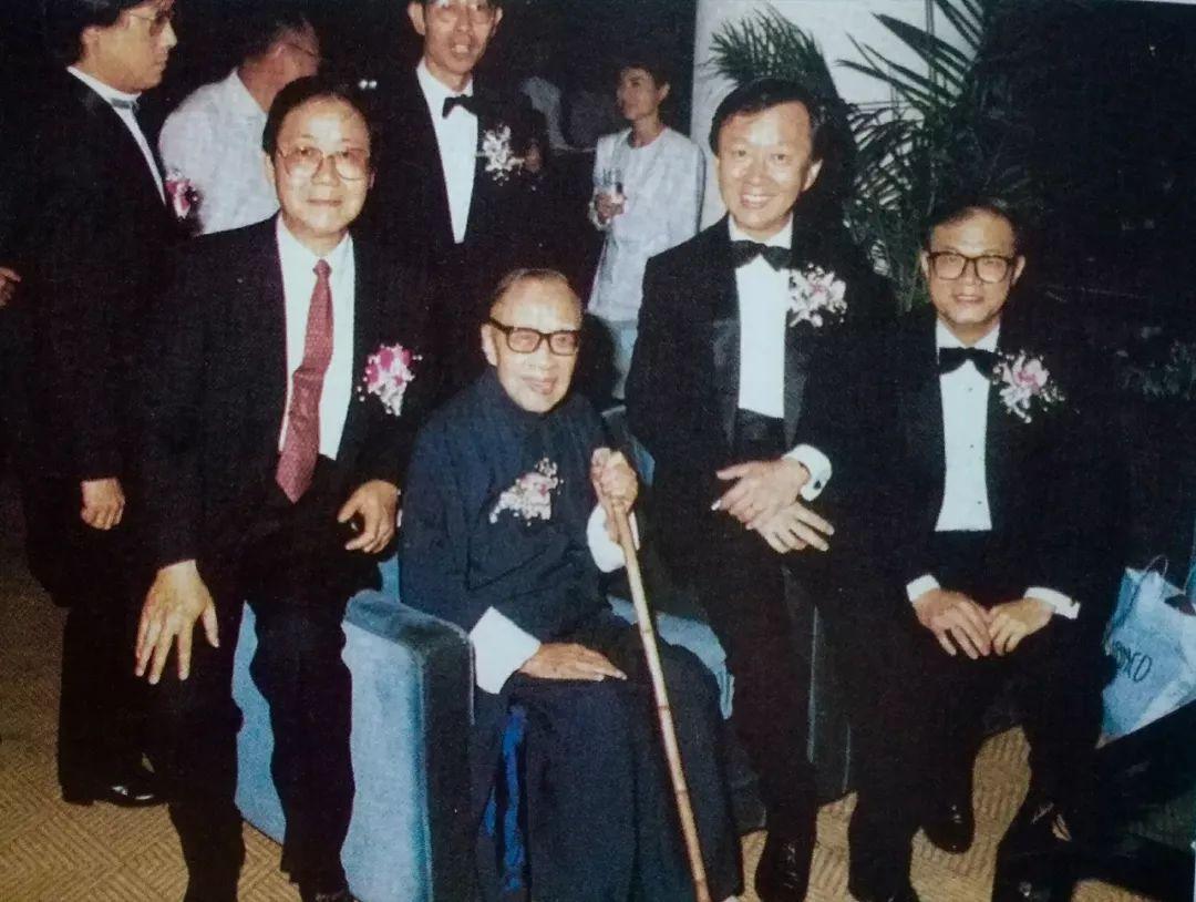 1989年在香港中文大学的合影,前排左起为金耀基,钱穆,高锟,林聪标图片