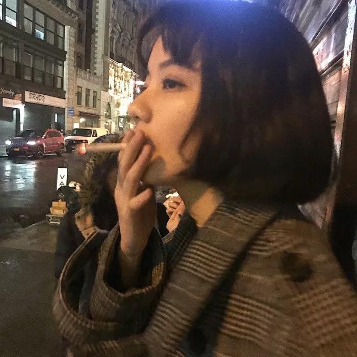 抽烟霸气社会女生头像