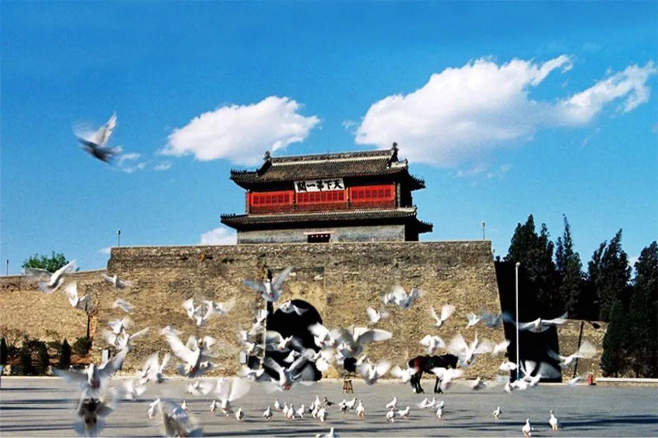 来到秦皇岛就一定来看看老龙头.