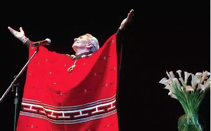 她每唱一次歌,就死過一次