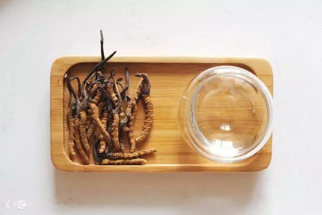 冬虫夏草如何用开水泡?泡水喝的方法是否可取