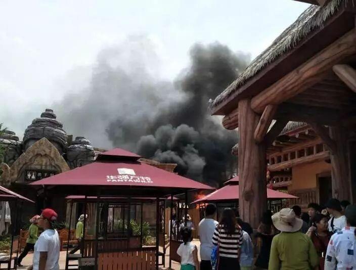 南宁方特东盟神画乐园起火了?官方:地点为园区外