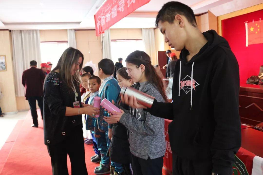 中國尋找初中團博州志愿者協在溫泉縣開展材寶寶圖壹圖片