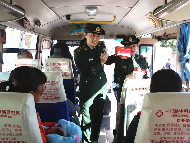 十一系列之消防宣传进车站  为百姓出行护航