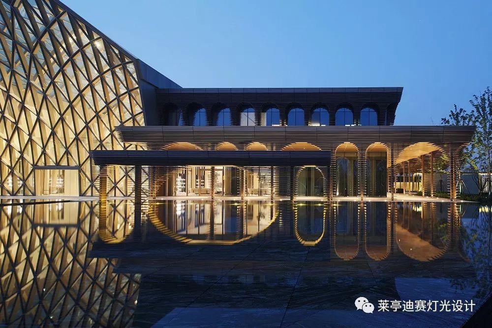 """""""现代照明设计""""与""""新古典主义建筑""""的融洽共生图片"""