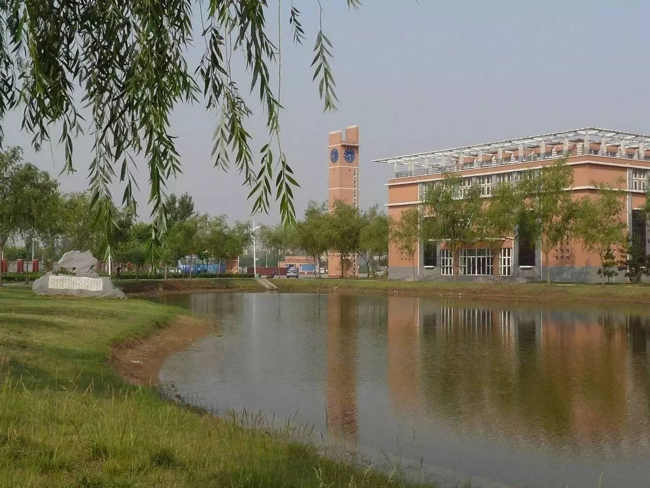 淇滨中学坐落在河南省鹤壁市淇滨区淮河路南,是一所河南省优秀初中