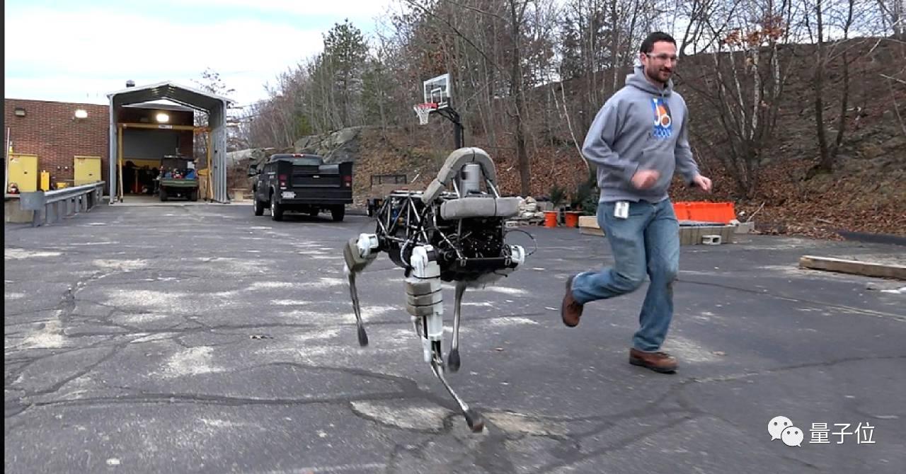 风格完全不同的波士顿动力新机器人登场
