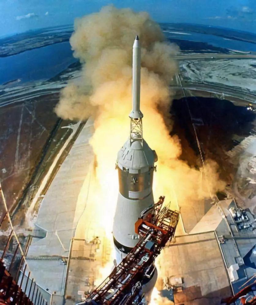 美国发射的宇宙飞船到底是如何登上月球的,看完就知道了!视频