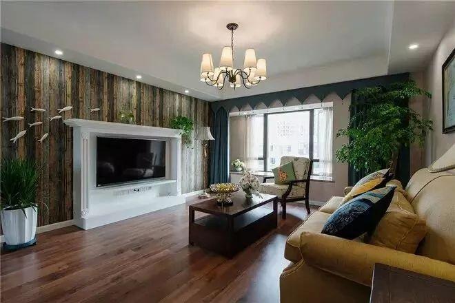 狭窄简单的走廊以磨砂玻璃 雕花装饰,补充光线之余颇具装饰感