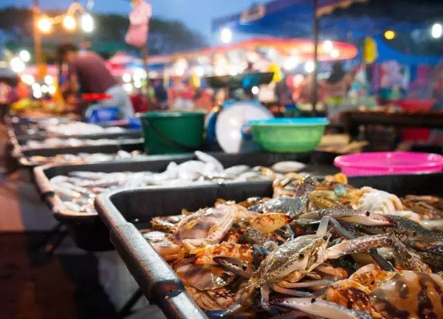 说起吃海鲜盛宴,你一定会想到舟山吧,如果你觉得位于市区的沈家门