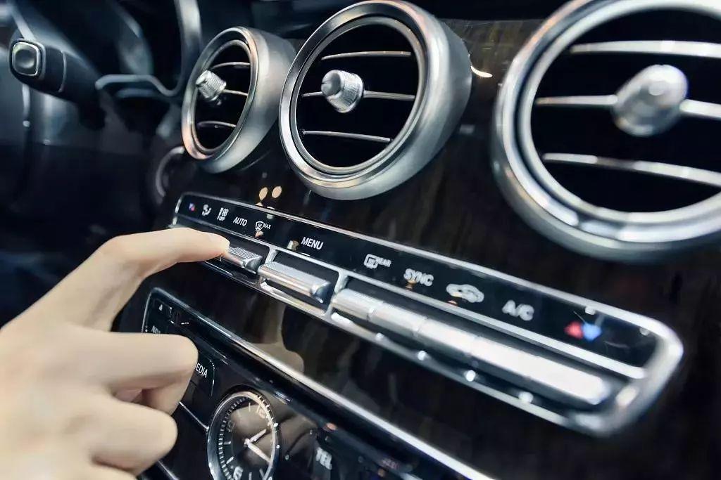 问题,如果汽油管出现渗漏,那么汽油味理所应当的会随着空调系统进入车