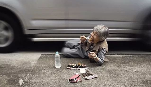 日本老奶奶做爱_这位日本老奶奶,飙车碰瓷却爆红ins,网友:你活出了我想要的样子