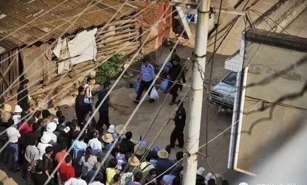 并从其家中拎出了多个塑料袋-抱住大案录 05 云南食人魔 杀害17人