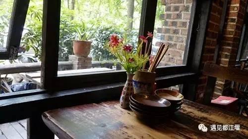 当《泰国》小攻略慢摇时,都江堰张三丰正在笑酒馆成都拼愿图片