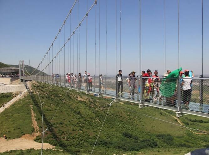 玻璃栈道坐落于邯郸武安京娘湖景区,   最高处宋祖峰上