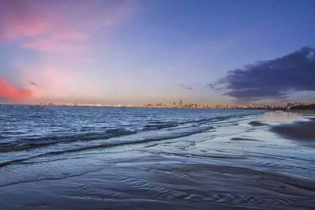 那些蓝天白云,沙滩椰林,热带风情……这些三亚有的,海口