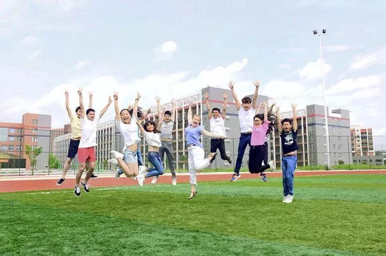 青年小雪励志培贤高中生暑期夏令营活动通知妖孽中生领袖女高图片