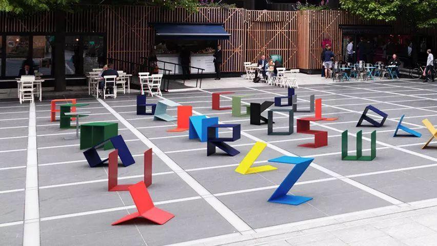 """""""                           这是一处校园内的景观座椅设计,白色"""