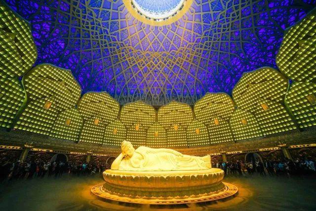 钢结构和斗栱木结构的组合屋檐体系,屋檐造型,工艺复杂,异形构件多