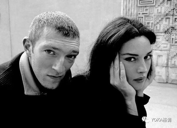 1996年莫妮卡与法国著名演员 文森特·卡索,   因电影《非常公寓