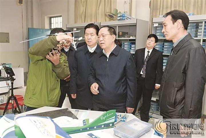 刘志宏深入市城区三所高中宣讲党的十九大精神