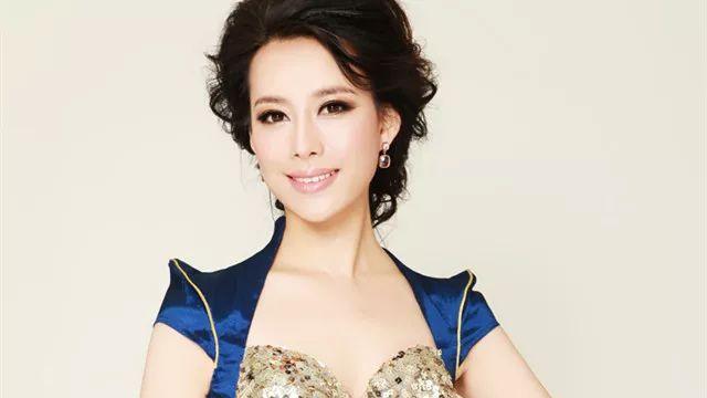 李佳明:中央电视台综艺频道主持人,曾担任2016年春节联欢晚会分会场图片
