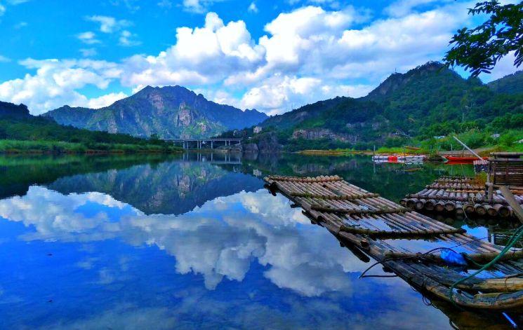 富春江小三峡位于富春江上游桐庐七里泷至建德梅城一段,全长24公里